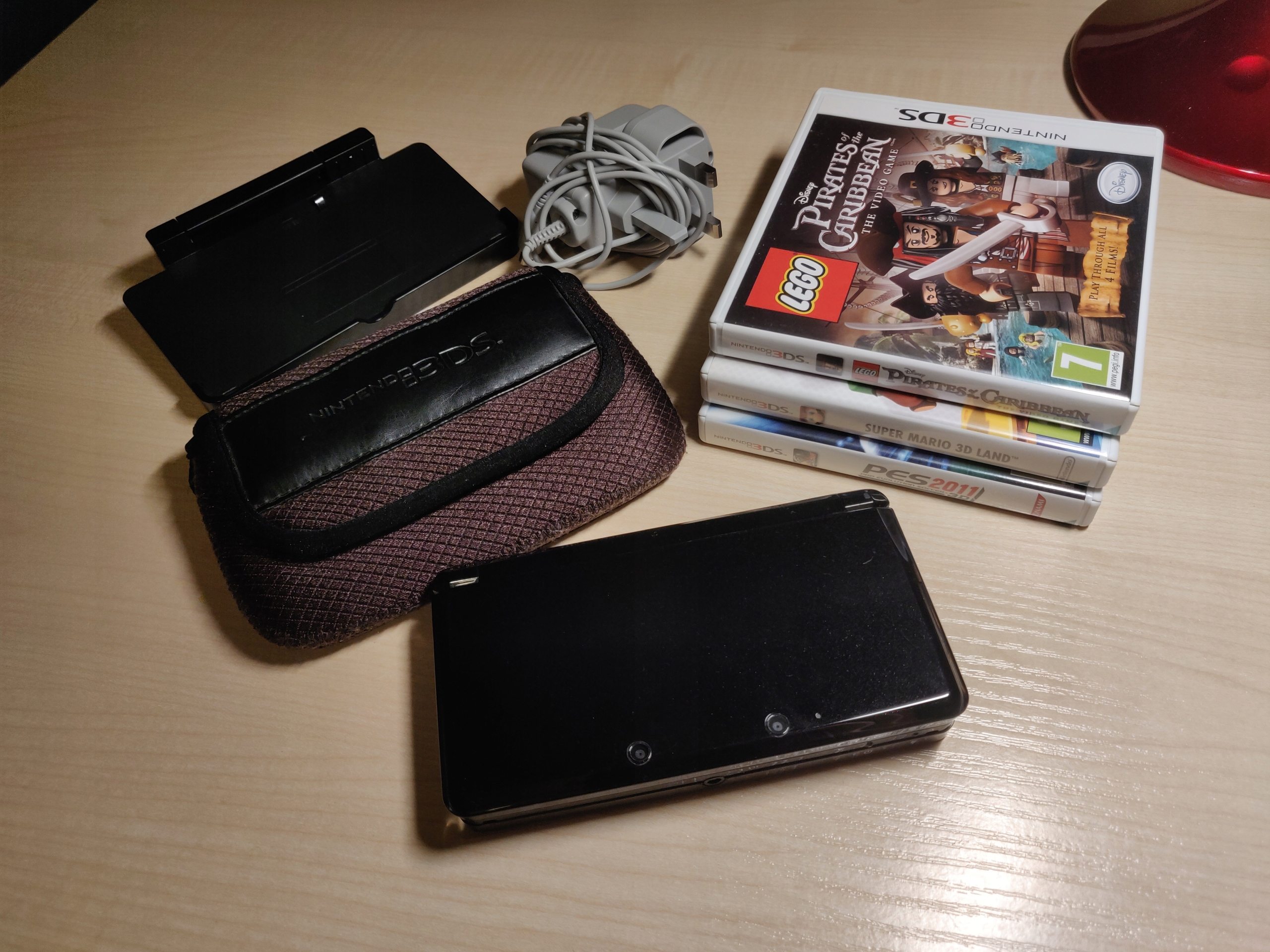 Nintendo 3DS + gry i akcesoria