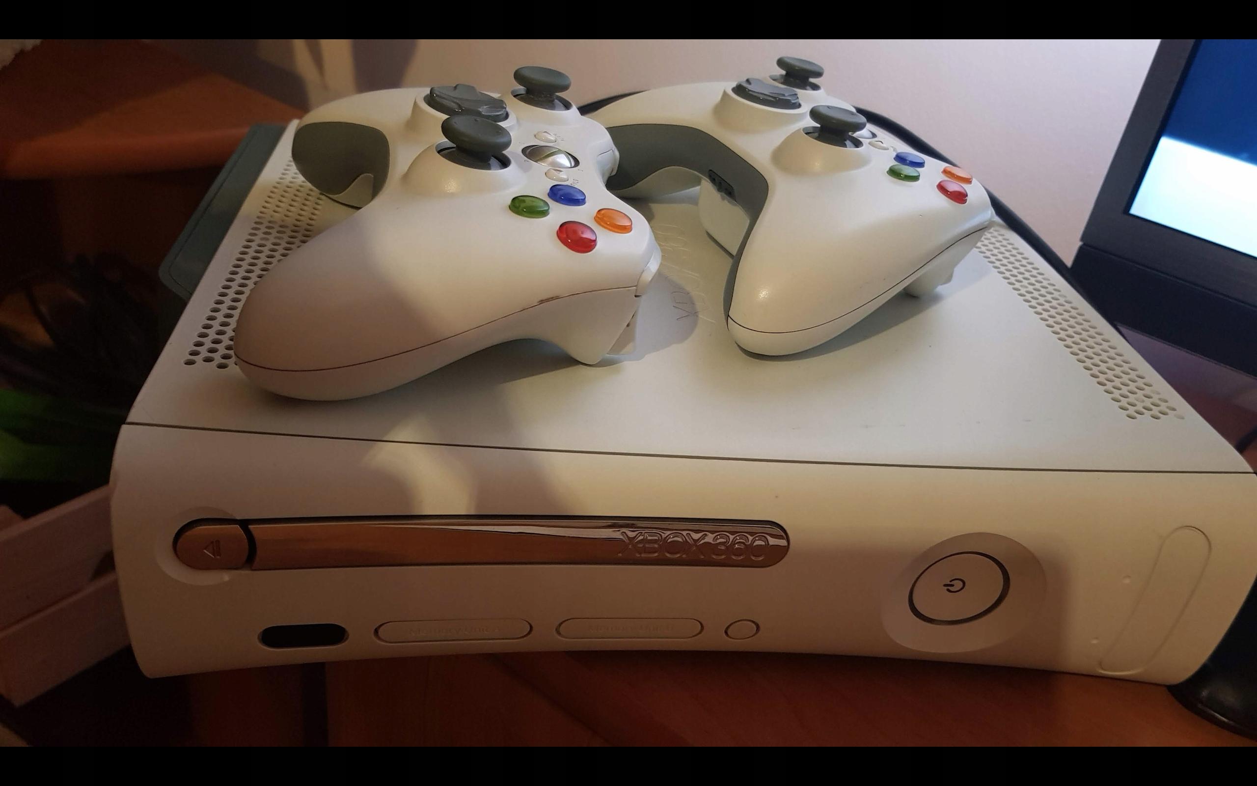 Xbox 360, dwa kontrolery, zestaw w idealnym stanie