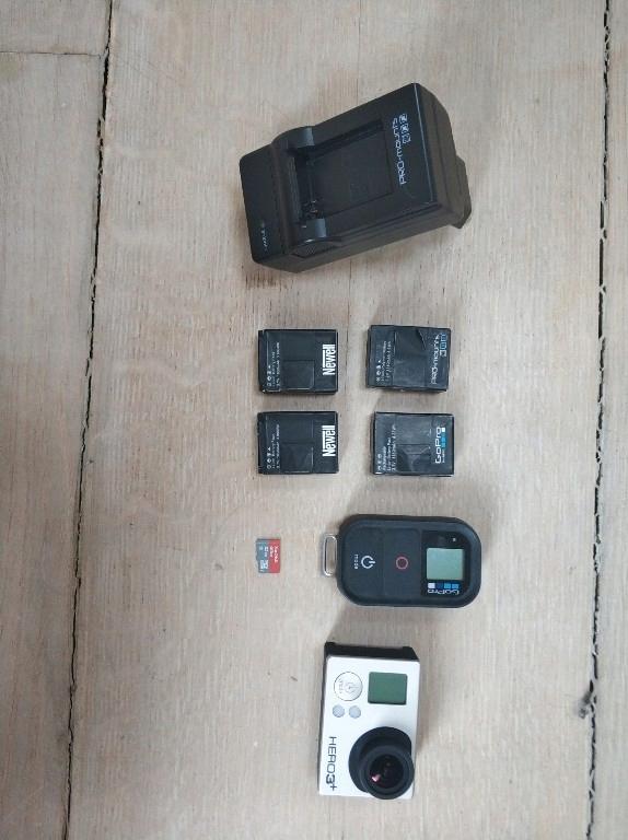 gopro hero 3+ plus 5 baterii, ładowarka karta SD +