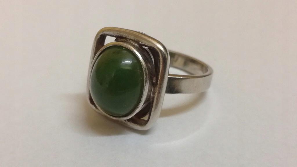 Nietypowy Okaz Stary srebrny pierścionek z jadeitem lub nefrytem - 7694075483 EU42