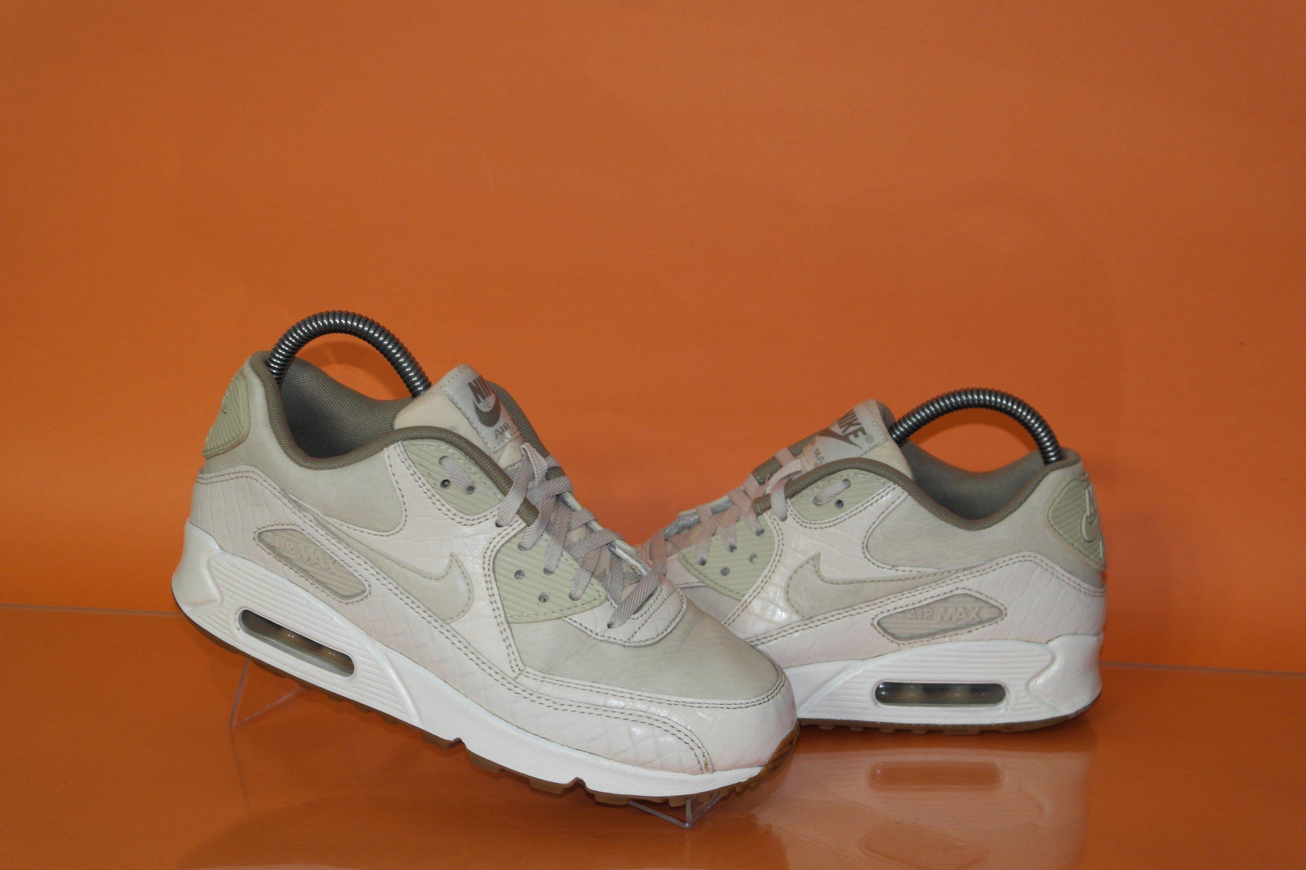 Nike Air Max 90 Essential buty sportowe (38,5)