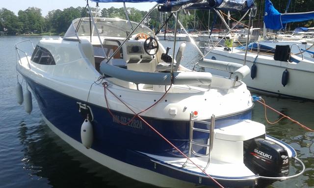 atrakcyjny czarter jachtu motorowego bez patentu
