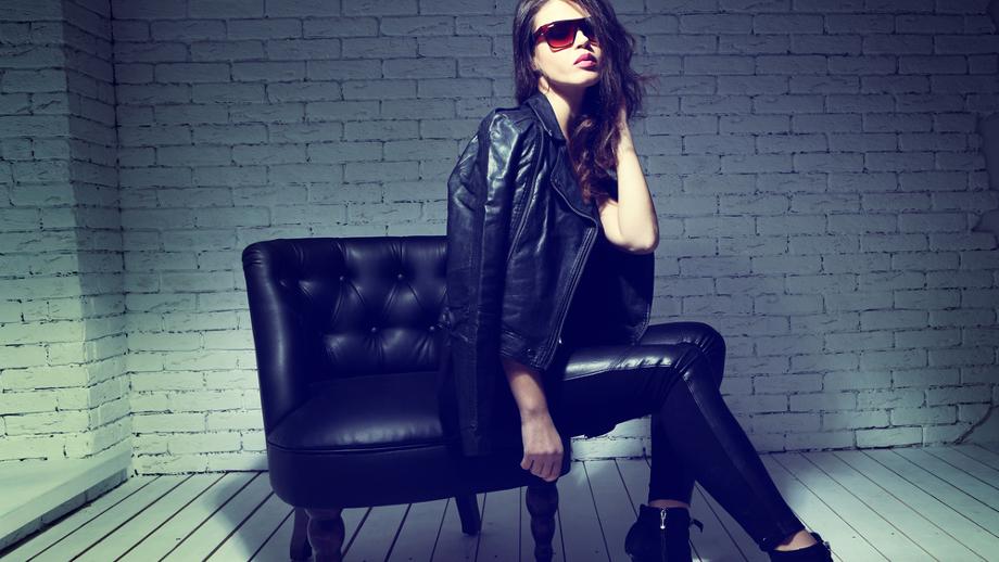 95a60901b4c4ce Must have jesieni: czarne skórzane spodnie – z czym je nosić ...