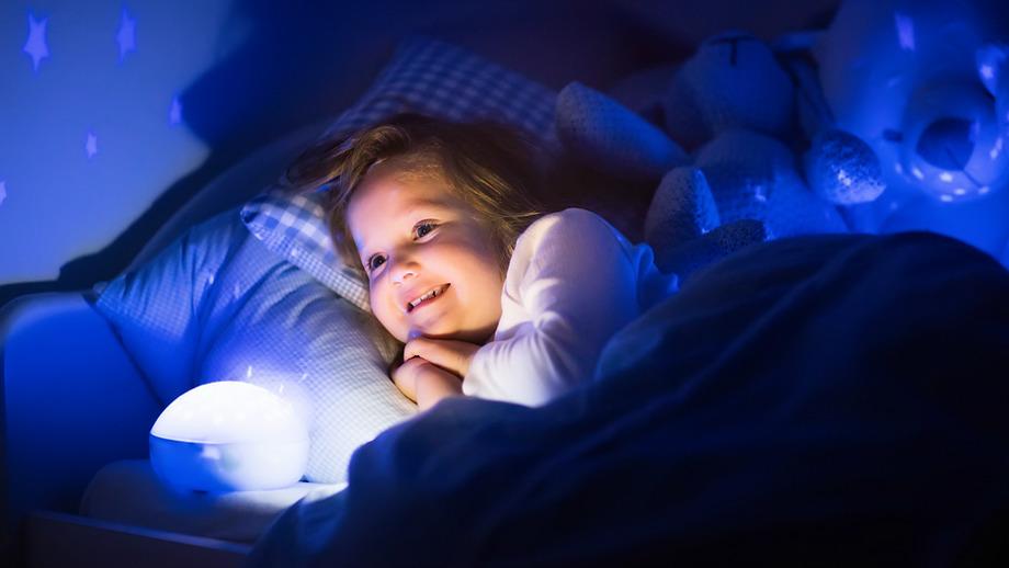Wieczorny pokaz gwiazd – 5 najlepszych projektorów do dziecięcego pokoju