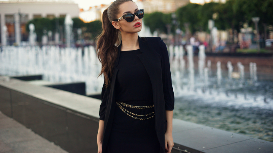 0ab36932f2 Czarna dopasowana sukienka – jak ją nosić na 5 sposobów  - Allegro ...