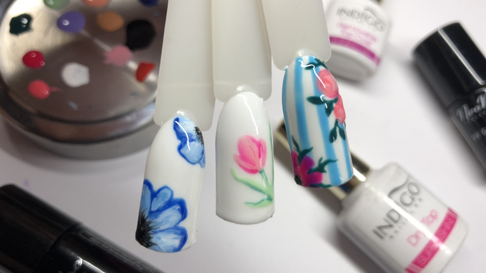 Jak zrobić wiosenne kwiaty na paznokciach?
