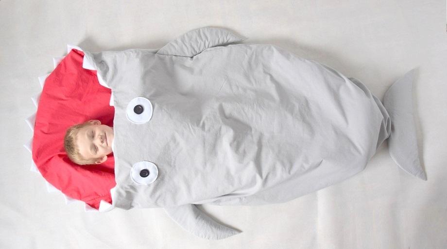 Śpiworek dla dziecka w kształcie rekina – DIY
