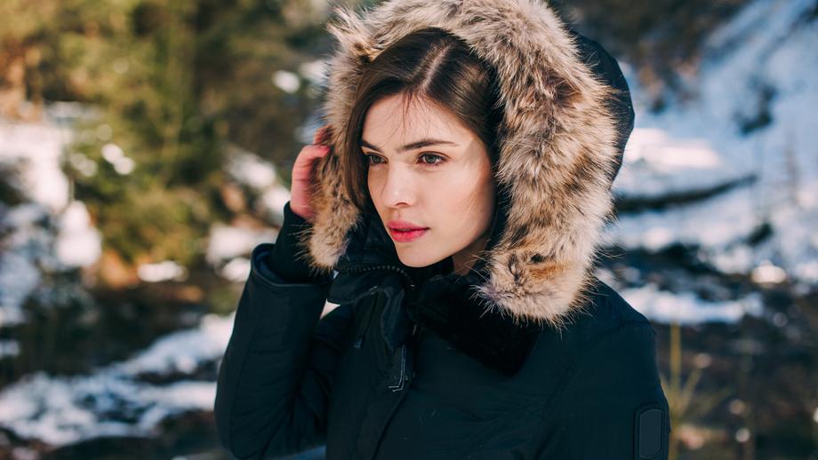 Najmodniejsze kurtki i parki z kapturem na zimę