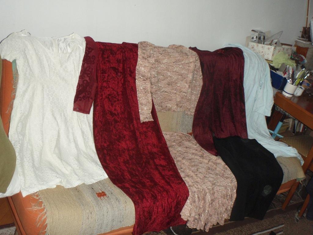 Ubrania damskie rozm. M 54 szt. kurtka + różne