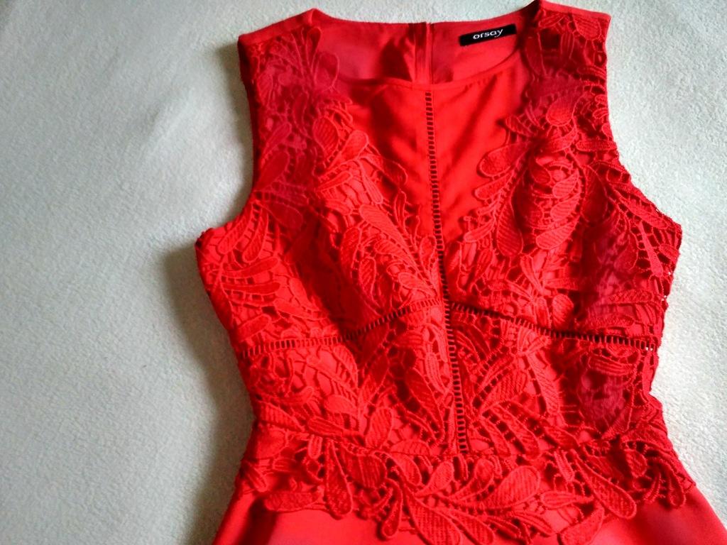 Rozkloszowana czerwona sukienka z koronką, Orsay