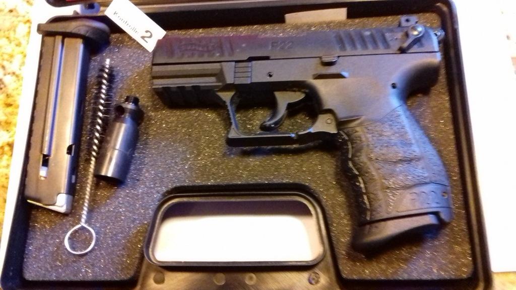 Pistolet P22Q Walther hukowo-alarmowy na wkłady9mm