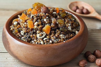 KUTIA из пшеницы органические с орехами и изюмом домашняя