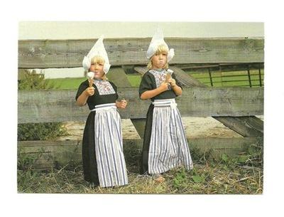 Pocztówka - Flamandzkie dziewczynki w skansenie